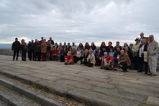 Foto del grupo al lado del parador de turismo. Foto de Ramón ramón.