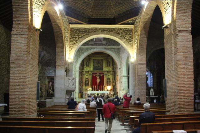 Interior de la iglesia parroquial de San Martín del castañar.