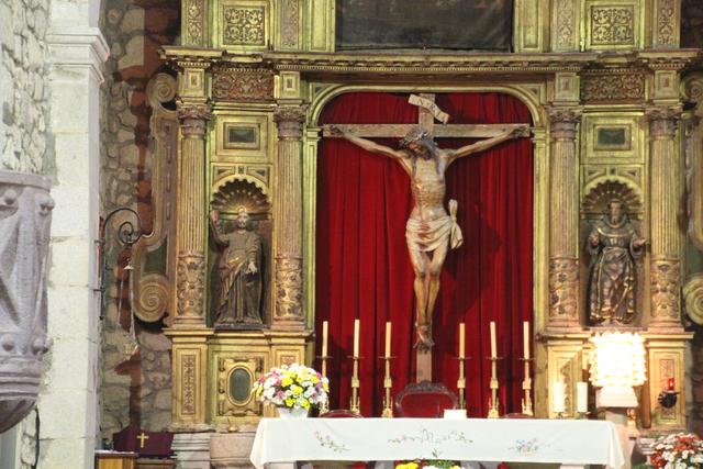 Retablo mayor de la iglesia. El cristo se le conoce como del miserere.