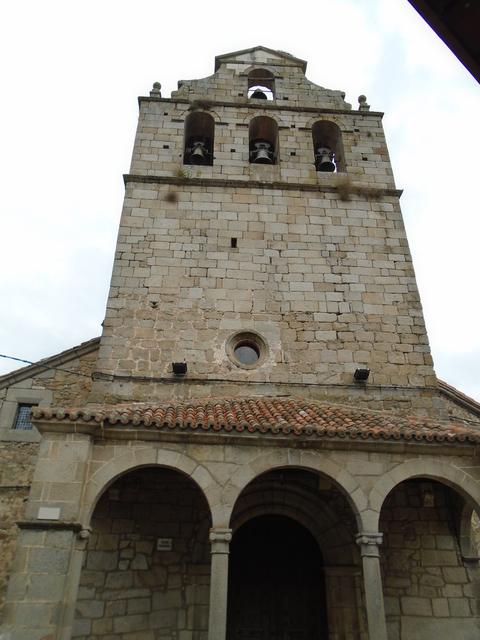 Vista frontal de la iglesia parroquial.