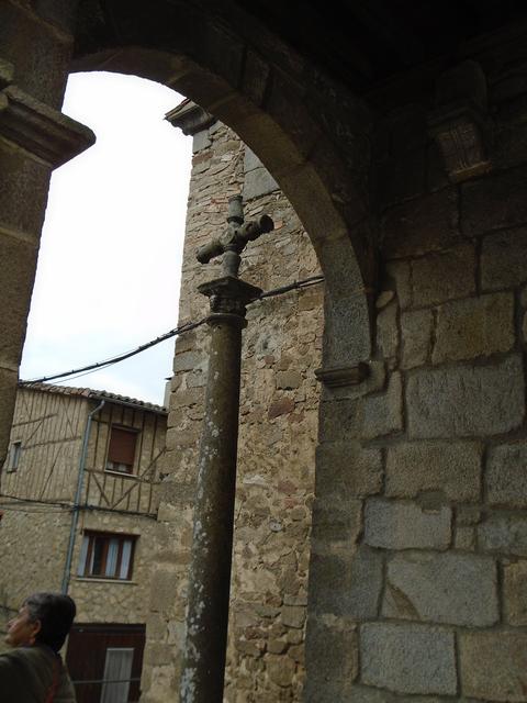Cruz exterior en la iglesia parroquial.