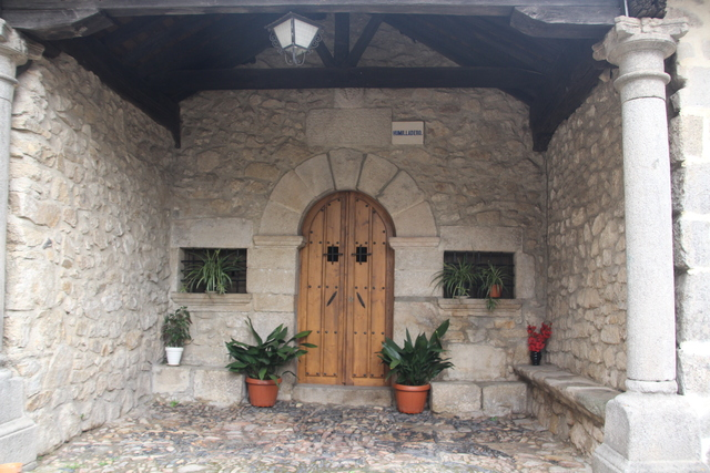 Detalle de la puerta delantera de la ermita del humilladero.