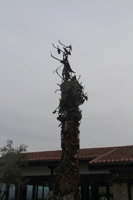 Otra escultura al contraluz del anochecer.