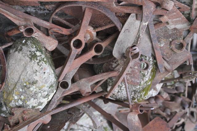 Otra escultura hecha con herramientas.
