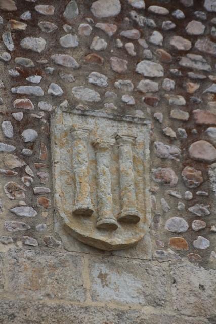El escudo de Ciudad Rodrigo. Tres columnas romanas.