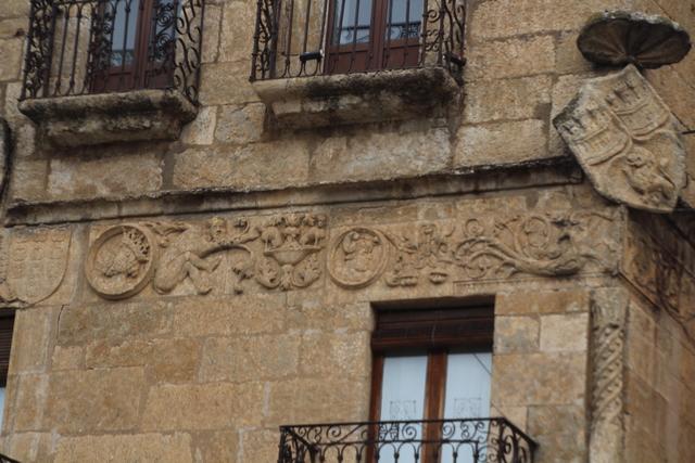 Detalle de la fachada de la casa deñlmarqués de Cerralbo.