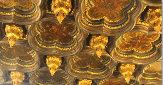 Detalle del artesonado del techo.