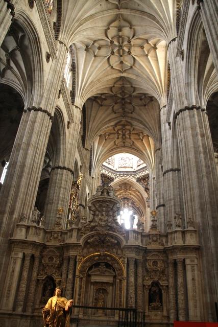 Nave central Catedral Nueva de Salamanca.