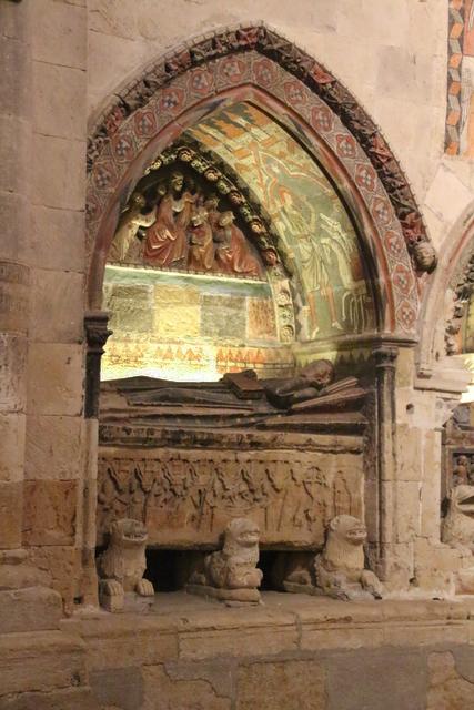 Detalle de uno de los sepulcros.