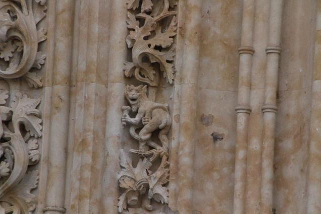 ¿Un mono coliendo helado a en la fachada dela Catedral Nueva de Salamanca?