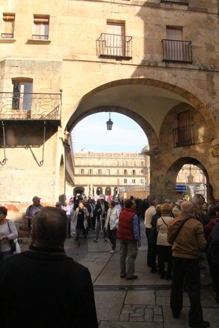 Nuestro grupo entrando en la Plaza Mayor.