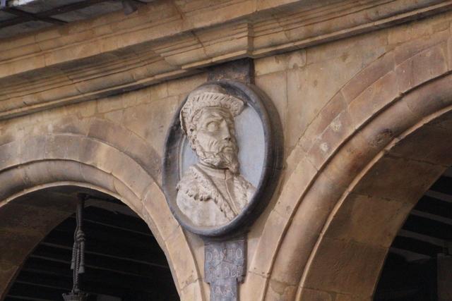Medallón de Antonio de Leyva.