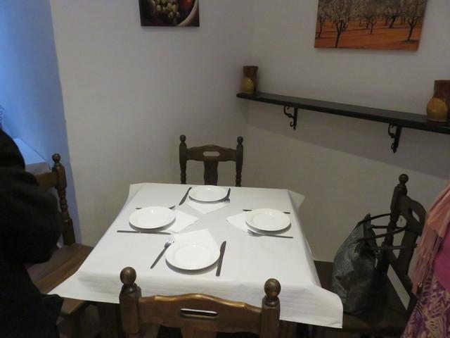 Nuestra mesa en el interior.