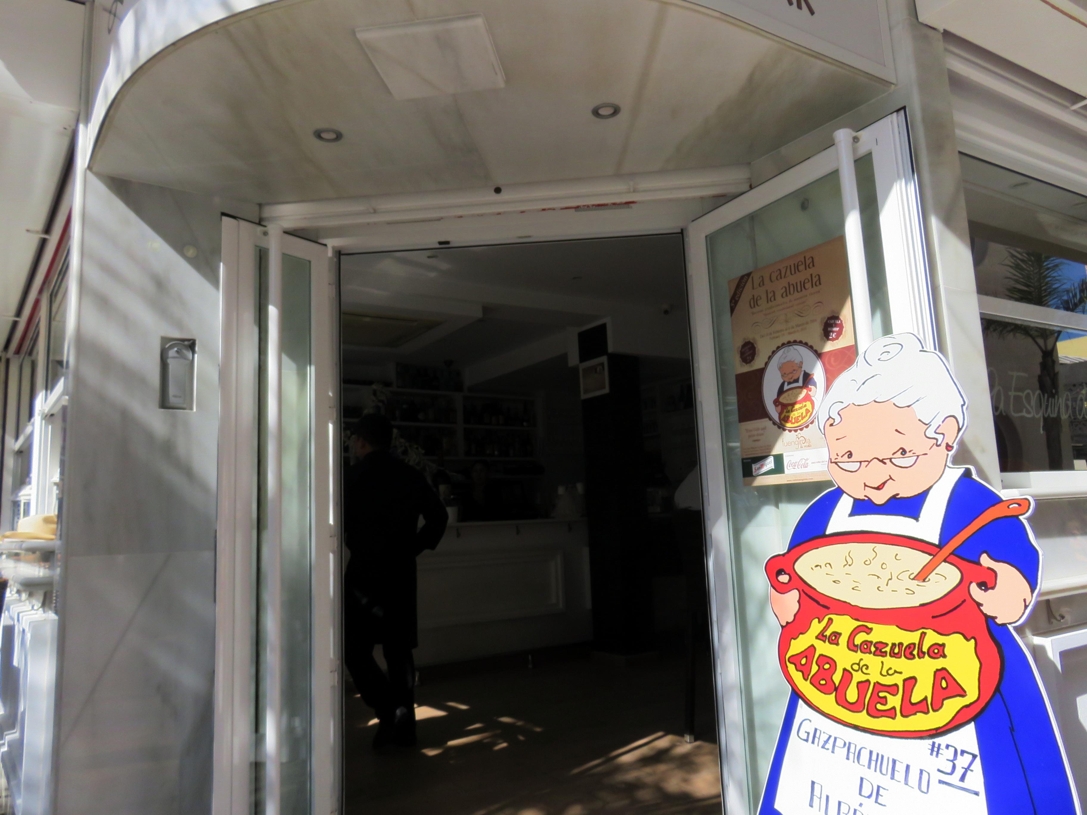 Entrada y cartel de concursante de la Esquinita de Chinorros.
