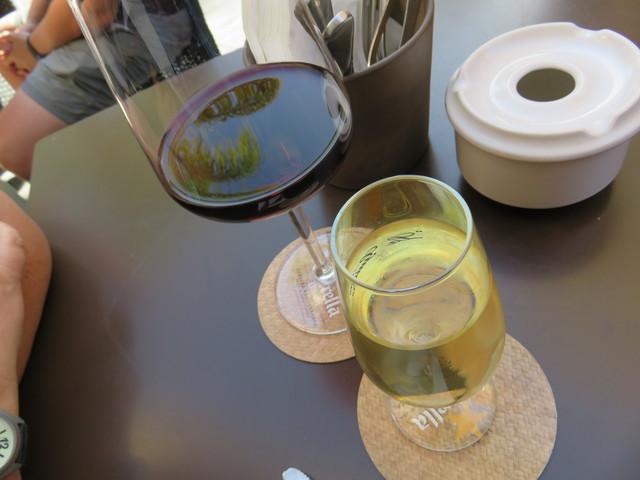 Bebidas, un Rioja y un Moriles. El moriles tenía un suplemento de 0,90€.