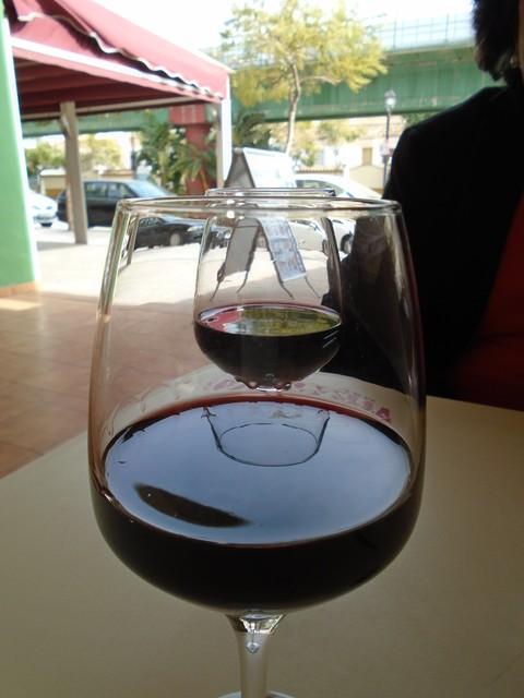 Acompañamos la cazuelita con unos excelentes vinos de rioja.