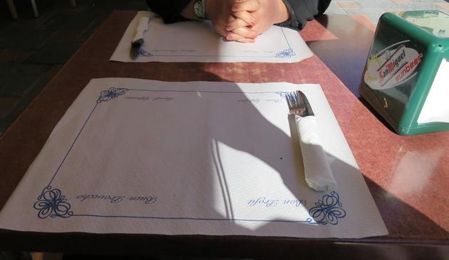 Aspecto de la mesa, con sol y sombra.