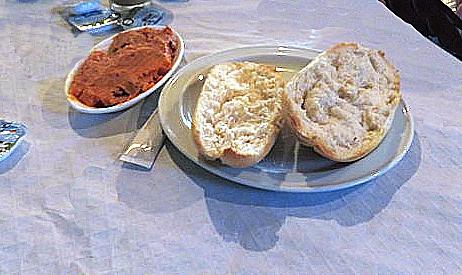 Pant tostado y manteca roja.