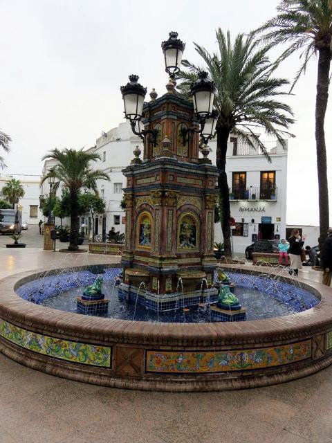 Esta fuente tan colorista es uno de los símbolos de Vejer de Frontera.