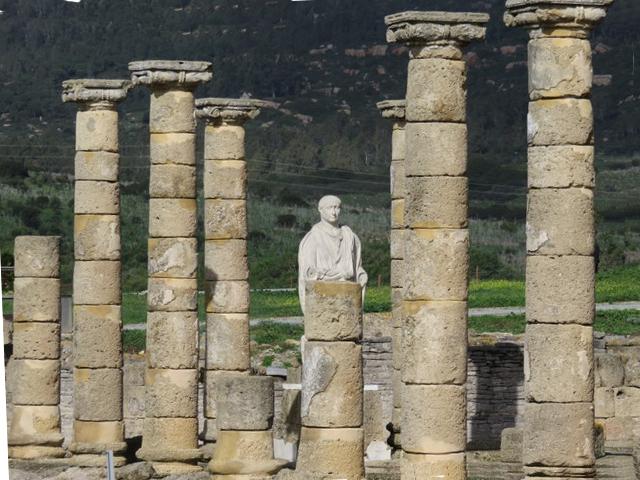 Columnas y la estatua de Trajano.