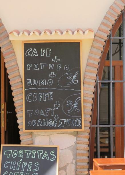 Café + pitufo + zumo 3€.
