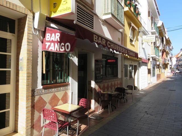 Bar Tango. Calle Santísima Trinidad. Al principio, al lado de la calle Maestra Concepción Guidet.