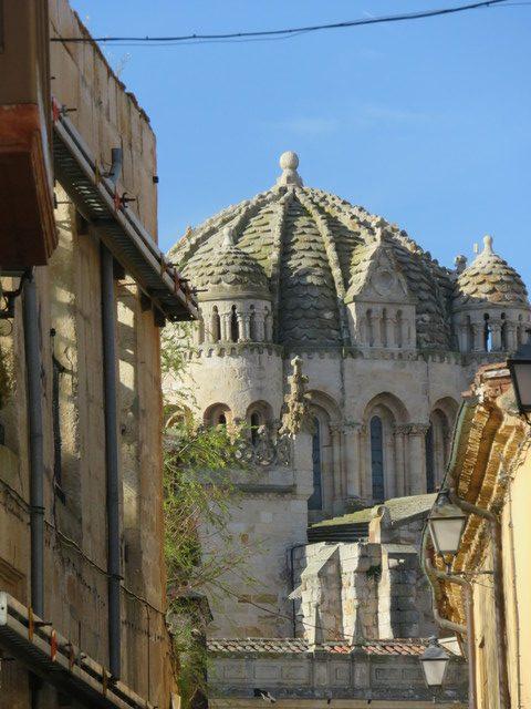 Al fondo la catedral de Zamora.