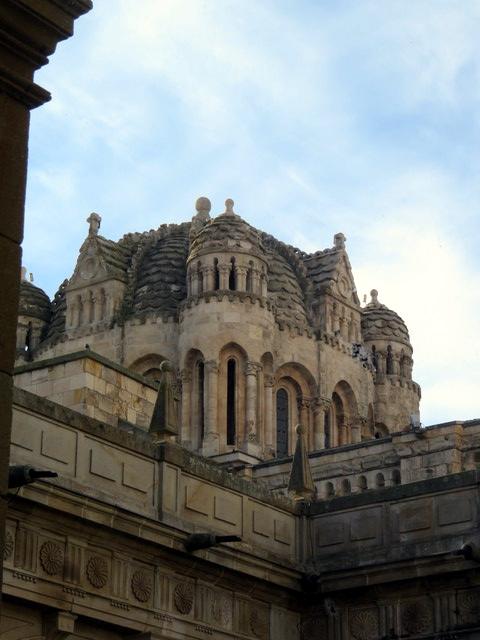 Cimborrio y cúpula gallonada de la catedral de Zamora.