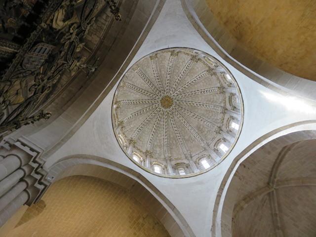 Cimborrio y cúpula gallonada vista desde debajo.