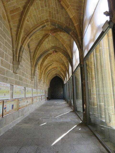 Claustro de la catedral. Sin gente.