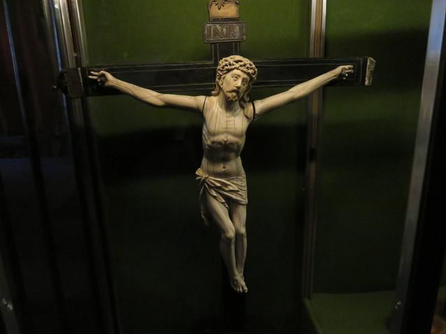 Cristo de marfil.