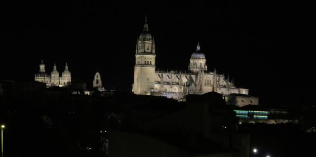 Vista nocturna de Slaamanca desde el hotel Puente Romano.