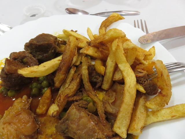 De segundo una carne guisada con patatas.