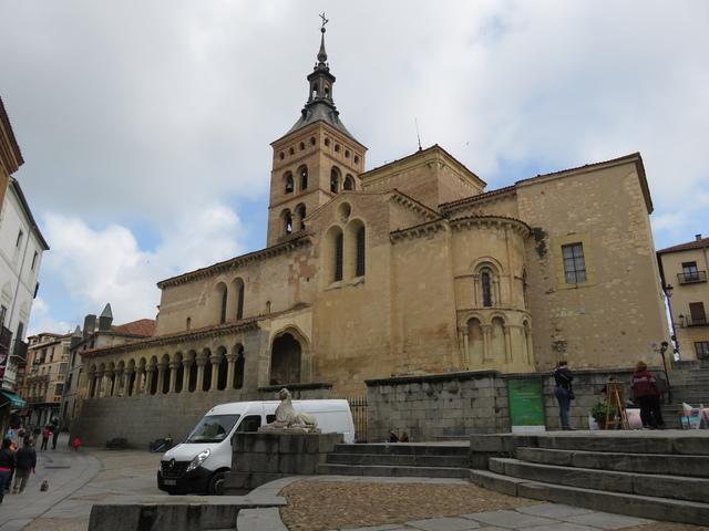 Iglesia de San Martín. Siglo XII.