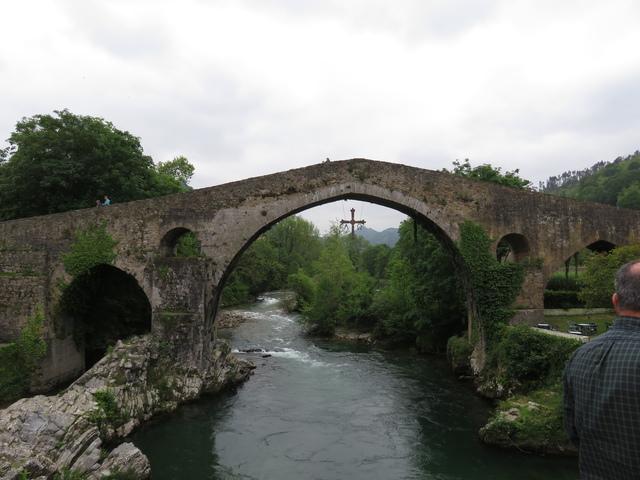 Puente del escudo de Cangas de Onís.
