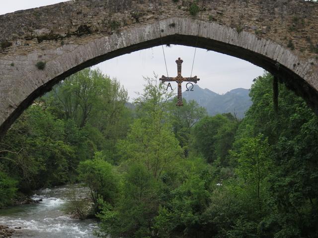 """La cruz en el """"puente romano"""""""