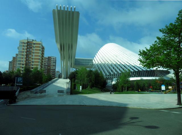 Palacio de congresos de Oviedo, obra del aquitecto Calatrava.