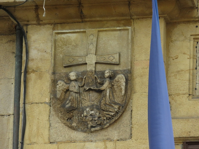 Escudo de la ciudad en la fachada del ayuntamiento.