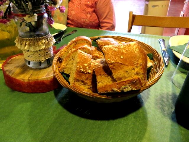Para acompañar teníamos pan de pueblo.