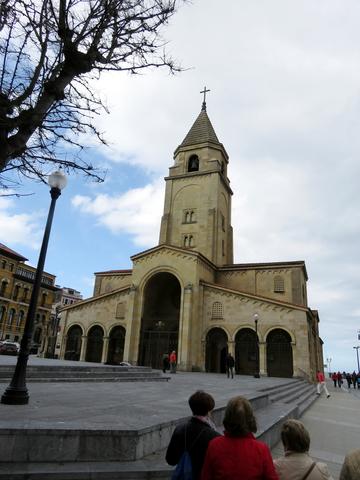 Parroquia de San Pedro apostol en la plaza del arcipreste Ramón Piquero.