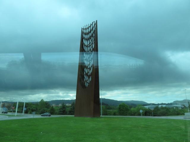 """""""Hacia la luz"""", escultura de Francisco Fresno instalada en 2009."""