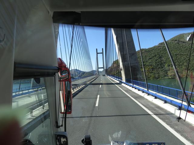Puente sobre el pantano de Los Barrios de Luna (León).