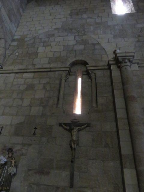 Ventanas de alabastro en el interior de la iglesia de San Juan Bautista.