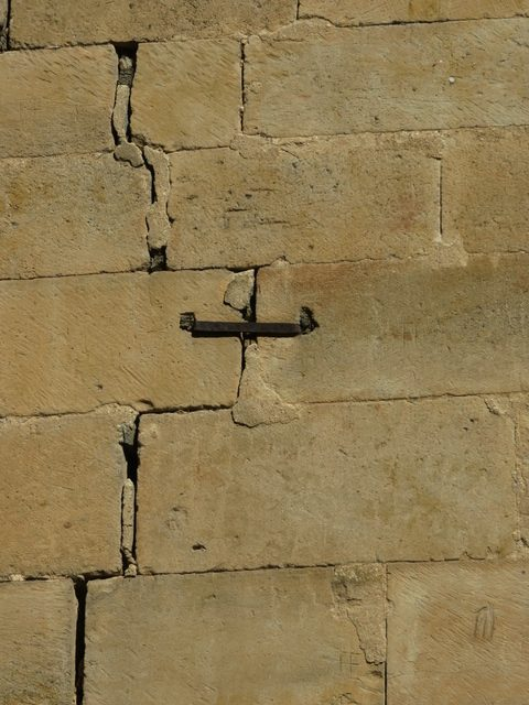 Grietas en la vieja catedral de Salamanca.