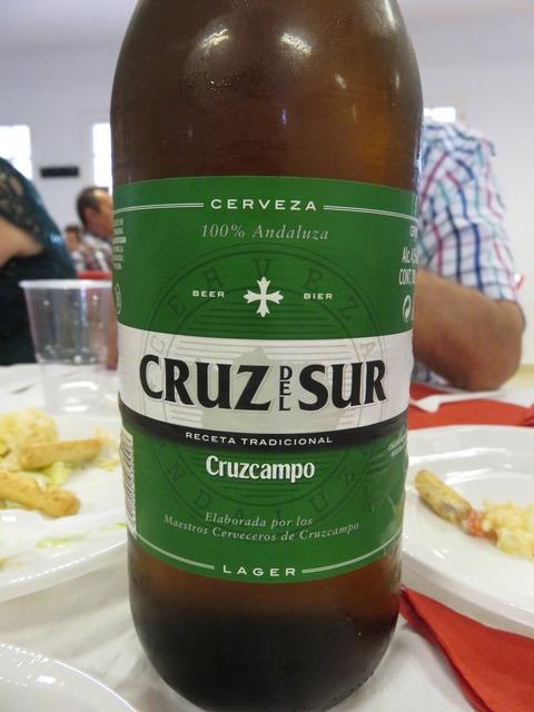 Para los que preferían cervezas trajeron estas botellas de Cruz del Sur.