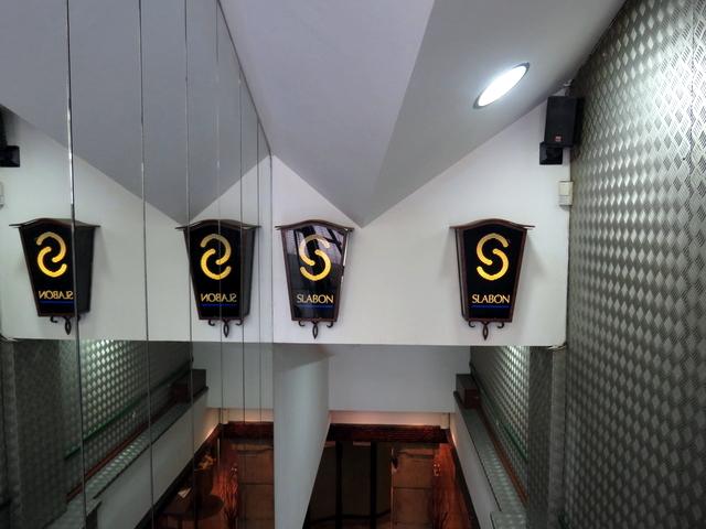 Un detalle de lo que hay en la parte alta de las escaleras.