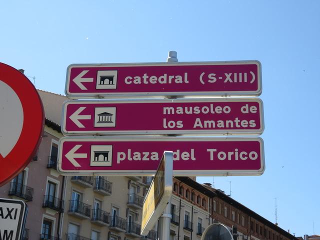 Continuamos nuestro camino. Primero hacia la catedral, después al mausoleo de los amantes y después a la plaza del torico.