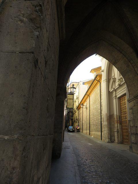 Detalle del arco e la torre del Salvador
