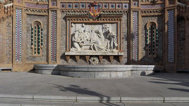 Mural de los amantes de Teruel es la escalinata. La obra escultórica es de: Aniceto Marinas (de 1921). De José Luis Filpo Cabana - Trabajo propio, CC BY 3.0, https://commons.wikimedia.org/w/index.php?curid=39218466