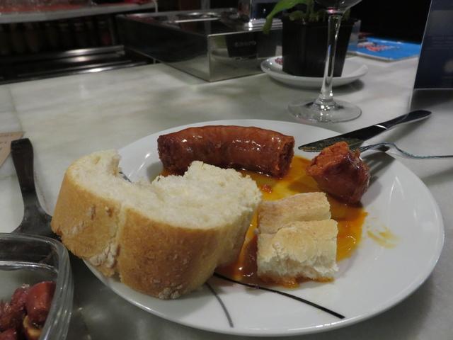 Tapa de chorizo frito 1,20€.